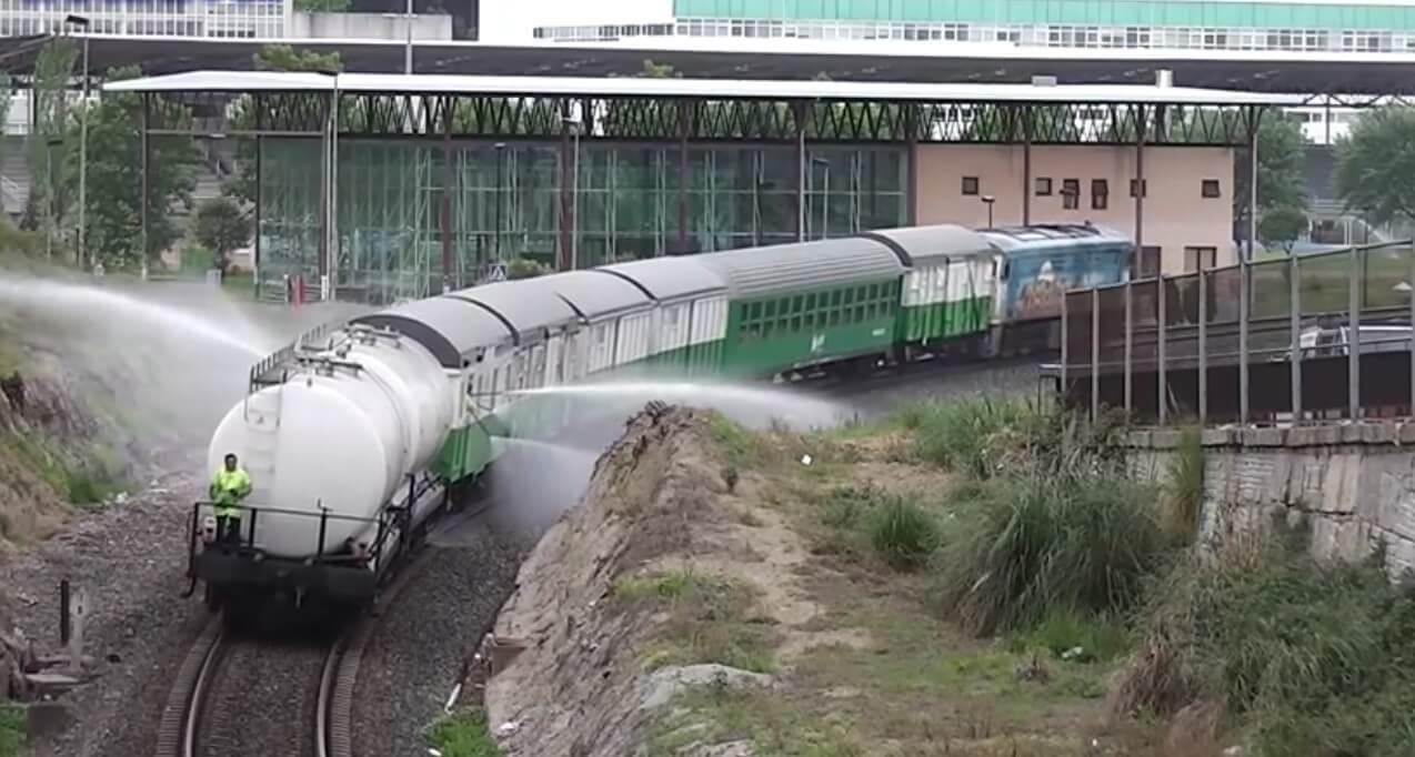 46.-tren-regando-2